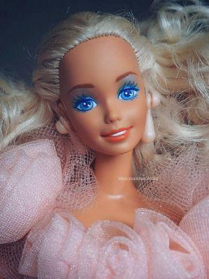 1992 Birthday Surprise Barbie  #3679