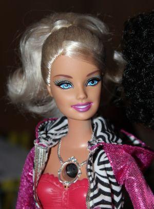 2010 Video Girl Barbie  R4093