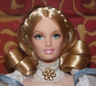 2011 Renaissance Faire Barbie V8775