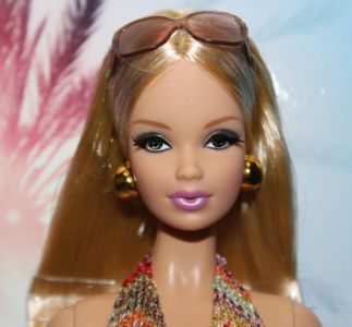 2012 The Barbie Look - City Shopper X8256