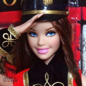 2013 FAO Schwarz Barbie, bruntte X8278