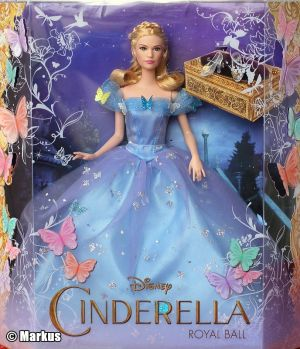 2015 Lilly James as Cinderella, Royal Ball (2)