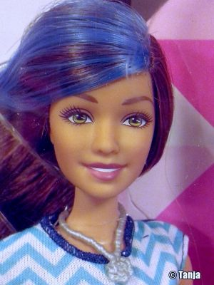 2015 Glitz & Glam - Hair and Nails Barbie, blue CHJ92