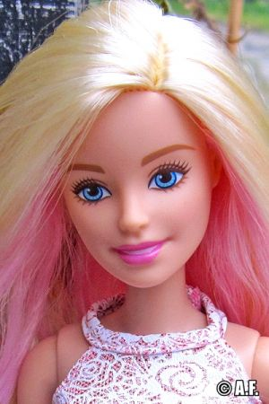 2016 Pink & Fabulous Barbie DGY70