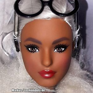 2018 Barbie styled by Iris Apfel #1 FWJ27