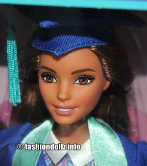 2018 Graduation Day Barbie, brunette FTG78