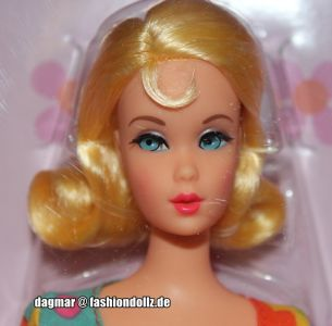 2018 Mod Friends Gift Set Barbie Doll FRP00