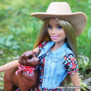 2019 Sweet Orchard Farm Barbie, Truck & Dog GFF52