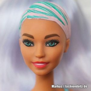 2020 Color Reveal Wave 2 Barbie - Eats 'n Treats - Doughnuts GTP41