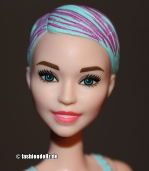 2020  Color Reveal Barbie, mint swimsuit (Daya Face) GMT50