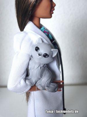2020 Pet Vet / Tierärztin Barbie GJL63