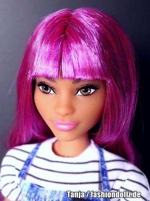 2021 Salon Stylist Barbie GTW36