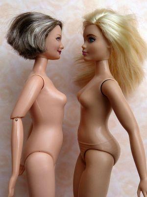 Curvy vs Happy Family grandma (2)