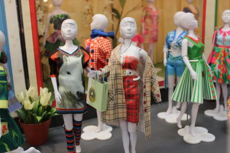 Dress your Doll, Roos Productions