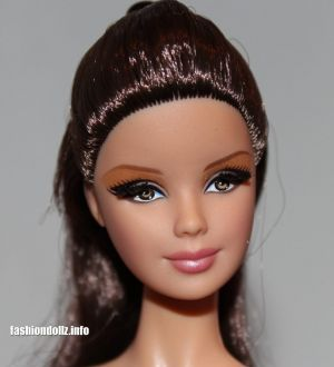 2013 The Barbie Look - City Shopper X9196