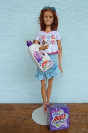Mini Werbetruck Mit Ariel Waschmittel (2)