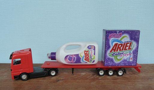 Mini Werbetruck Mit Ariel Waschmittel