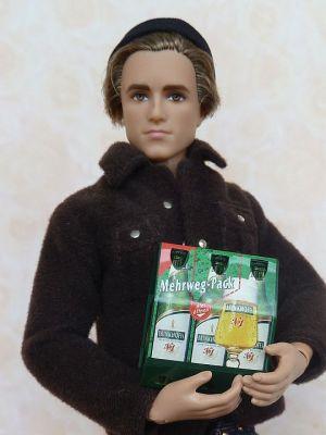 Mini Werbetruck mit Bier im Sixpack (3)