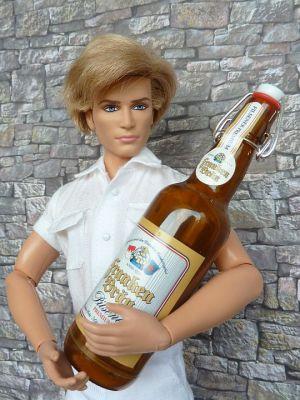 Mini Werbetruck mit Bierflasche (etwas groß) (2)