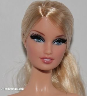 2013 The Barbie Look - City Shopper X8258