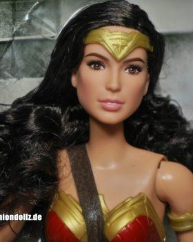 2017 Gal Gadot as Wonder Woman, Justice League