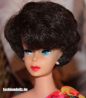 1971 Sidepart Bubble Cut Pink Skin brunette