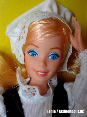 1983 Dolls of the World - Swedish / Sweden Barbie #4032