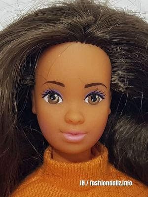 1990 Fun to Dress Barbie, Hispanic #7373.jpg