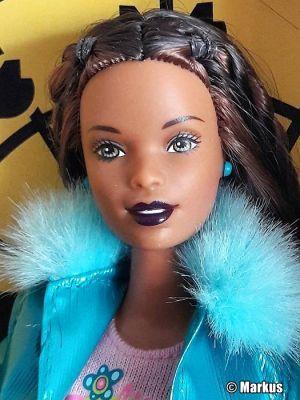 2001 Toys R Us Timesquare New York Barbie AA #5631
