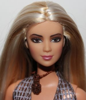 2003 Shakira Barbie B4535