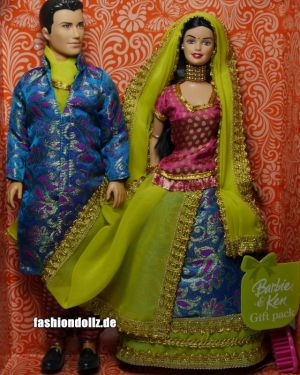 2008 (Boxdate) Barbie in India - Barbie and Ken Gift Set P6876 yellow-blue 03