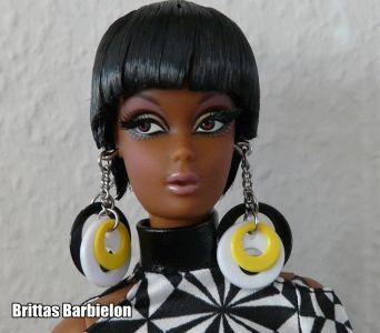 2009 Pop Life Christie Doll N6598 Gold Label