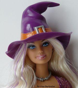 2010 Halloween Treat Barbie P8277