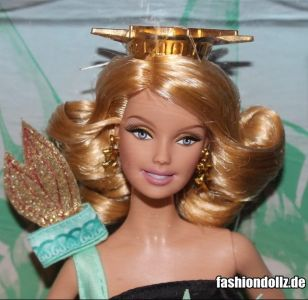 2010 Landmark Collection - Statue of Liberty Barbie  T3772
