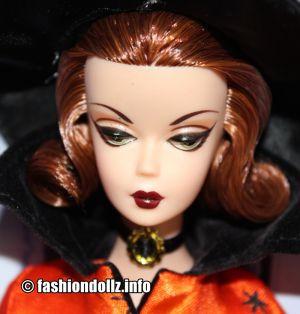 2011 Halloween Haunt Barbie V0456