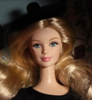 2012 Dolls of the World - France Barbie X8420
