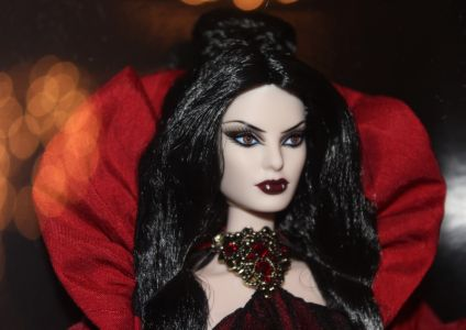 Haunted Beauty - Vampire Barbie X8280mit Louboutin Face