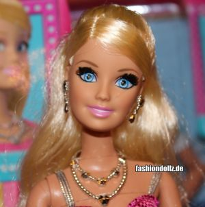 2013 Life in the Dreamhouse Barbie  Y7437
