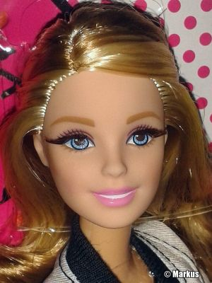 2015 Barbie Style - Flats to Heels Barbie DHD85