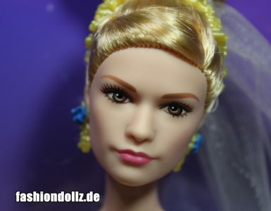 2015 Lilly James as Cinderella, Wedding Day