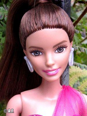 2016 Pink & Fabulous, brunette (Teresa) DGY71