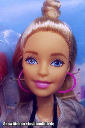 2017 Pink Passport - N.Y.C. Hot Dog Stand Barbie FLB32
