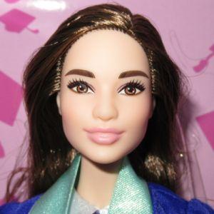 2018 Graduation Day Barbie, brunette FXC75