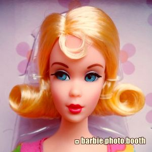 2018 Mod Friends Gift Set Barbie FRP00