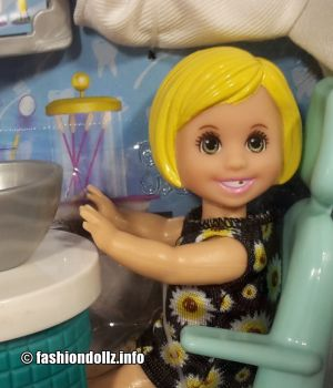 2019 You can be anything - Dentist Barbie Playset FXP16