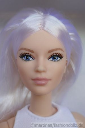 2021 Barbie Looks GXB28, Model #6