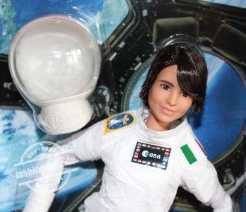 2021 Samantha Christoforetti Barbie #GTJ81 (2)