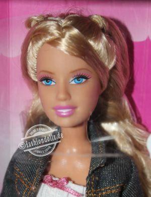 2007 Fashion Fever Barbie K8413
