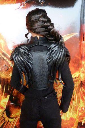 Jennifer Lawrence as Katniss, Mockingjay II (03)