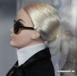 Mit Brille - Karl Lagerfeld Barbie 2014 04